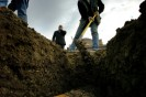 A grave-digger covers a coffin with dirt 09 November 2006 in a cemetery in Genilac.  Un fossoyeur recouvre un cercueil de terre après l'avoir déposé dans la fosse le 09 novembre 2006 dans un cimetière de Genilac.    AFP PHOTO JEFF PACHOUD