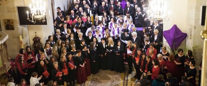 Pasyjne i pokutne melodie zabrzmiały w łużniańskim kościele (TV)