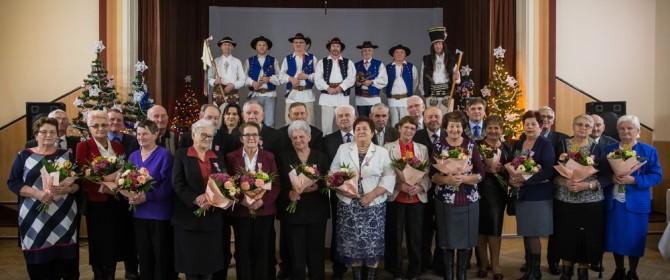 17 par świętowało Złote Gody w gminie Łużna. Zaśpiewali im sami Matułowie! (TV)