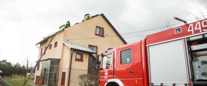 Wiatr łamał drzewa i zrywał dachy. Osiem interwencji w gminie Łużna!