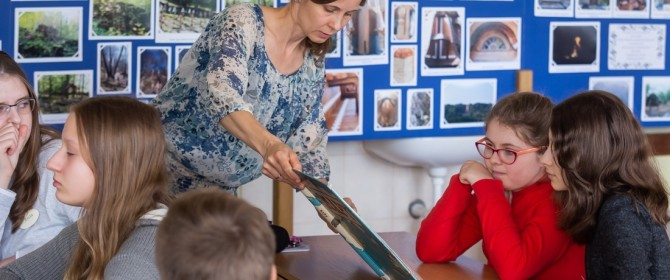 Jak zainteresować uczniów dziedzictwem europejskim na przykładzie Pustek? Lekcje pokazowe w Łużnej (TV)