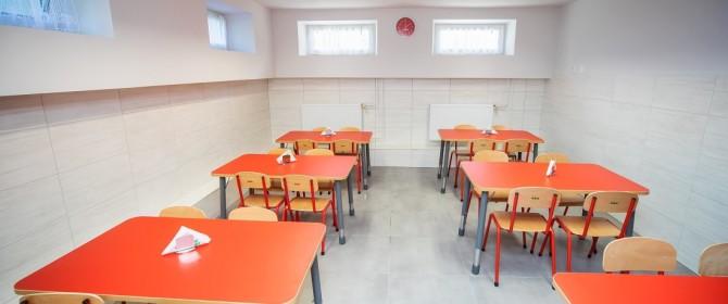 """Mariusz Tarsa: """"Widzę przyszłość w tej szkole"""". W Mszance powstał plac zabaw oraz wykonano częściowy remont placówki"""